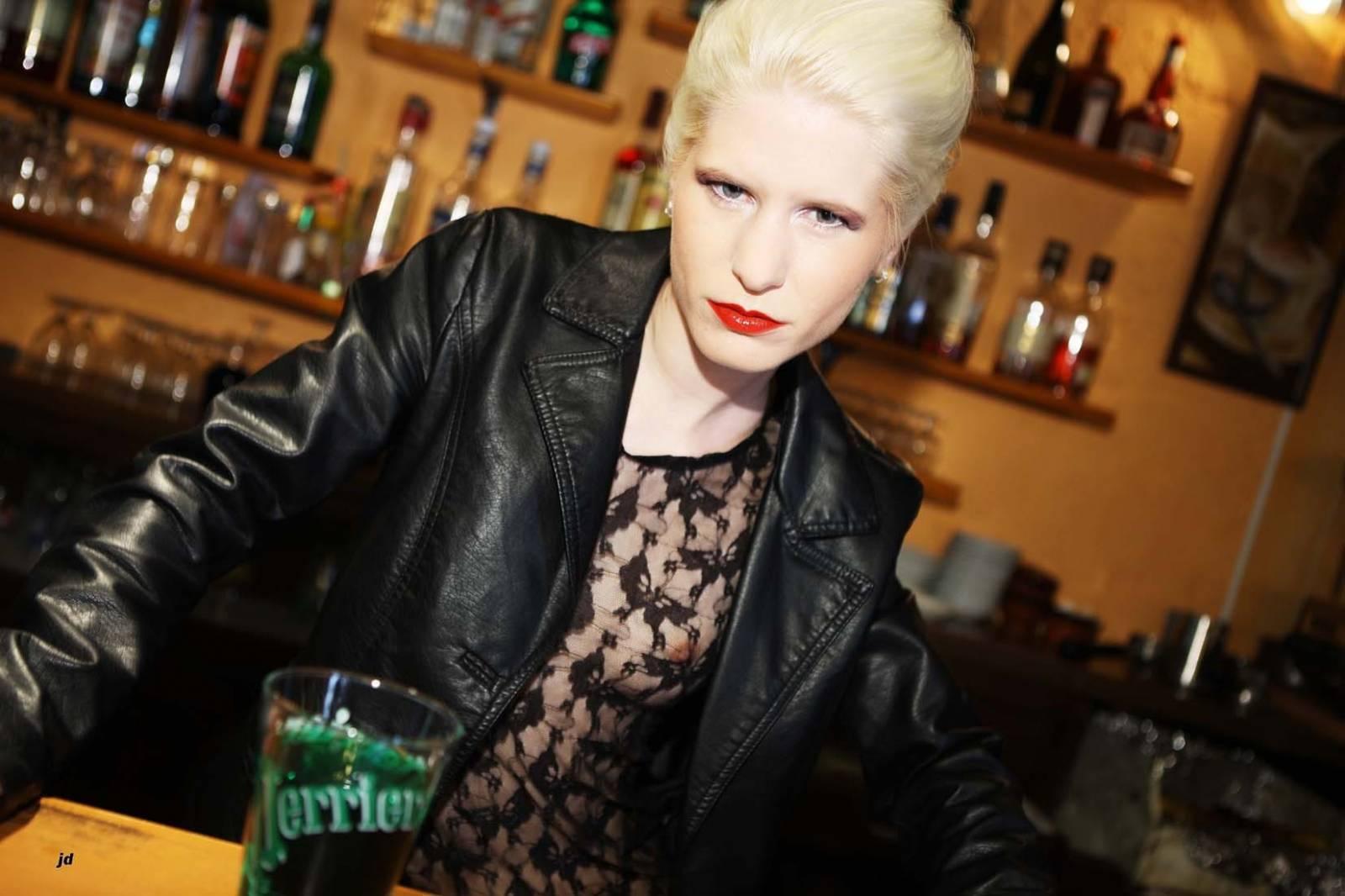 Lena-Bar-1